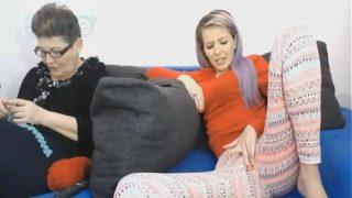 Отпускная быстрая ебля женатой пары в номере отеля на диване